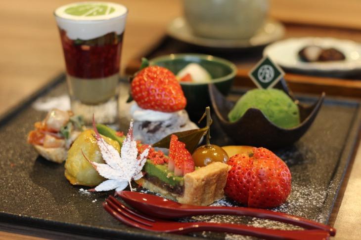 """人気に拍車がかかっている「レストラン1899お茶の水」の「1899アフタヌーンティープレート」。今回は真っ赤な苺の""""映え""""がたまらない"""